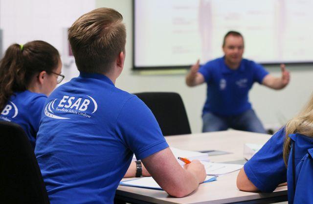 In der Ausbildung zum Fitnesstrainer und Gesundheitstrainer lernen Auzubis in der ESAB Beruflichen Schule Lindow